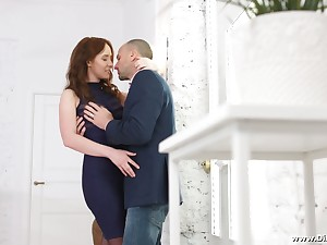 Voluptuous young student Molly Quinn allows to penetrate her anal hole