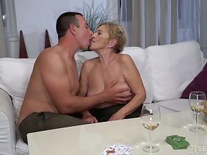 Baulk kissing stud mature chubby whore Mayla gives a solid blowjob