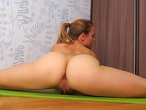 Hairy undercover extreme toyed in flexi splits